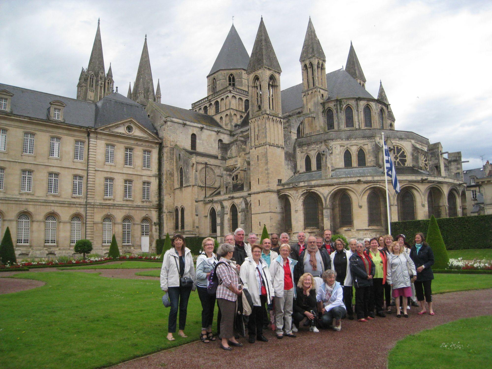 CHŒUR RÉSONANCE à Caen devant l'Abbaye aux Hommes