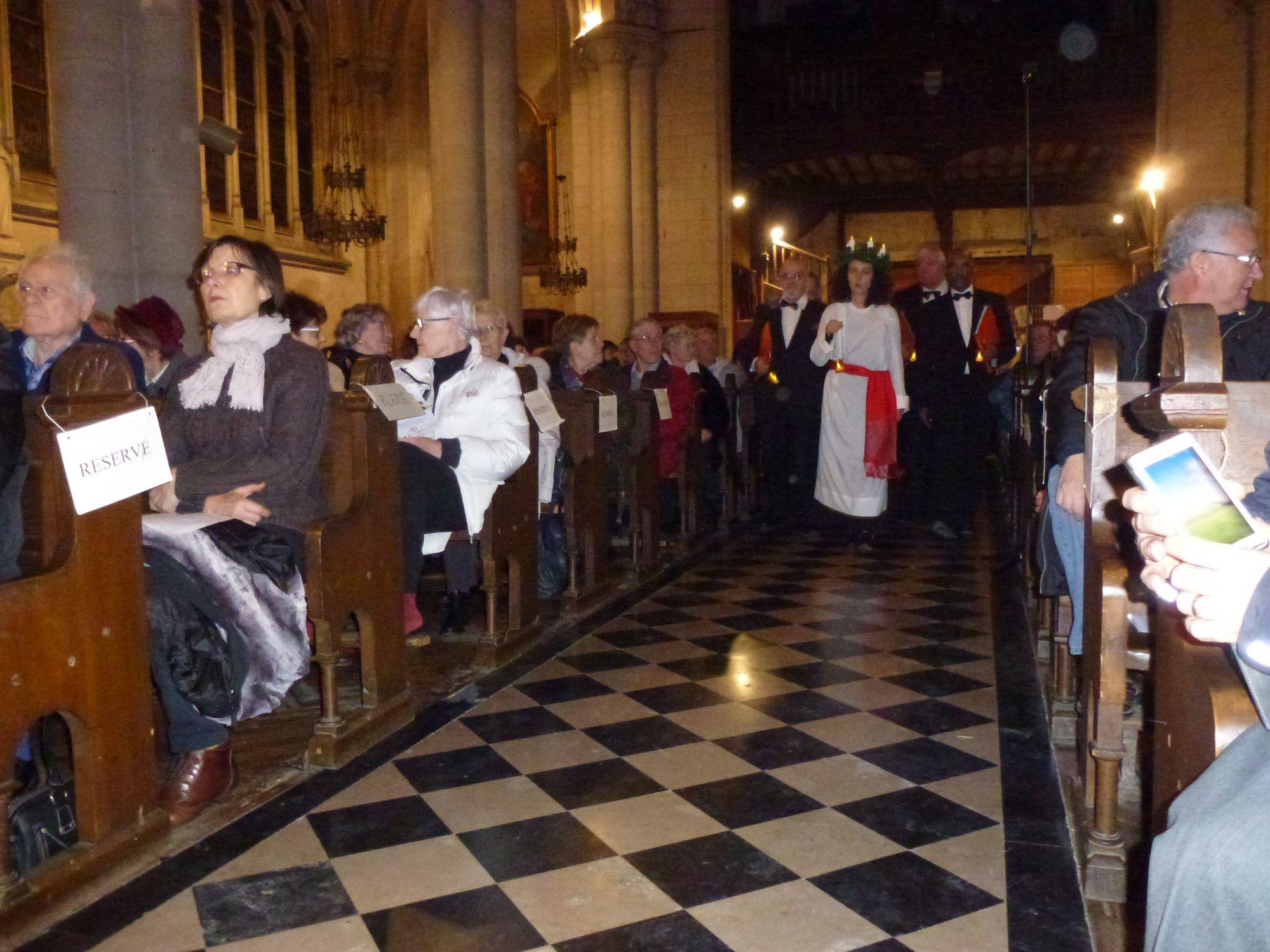 Sainte Lucie mène la procession