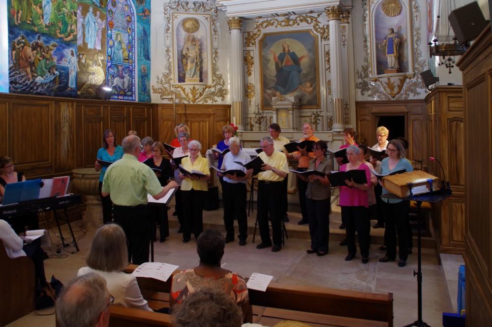 Le choeur dirigé par Olivier de La Bourdonnaye